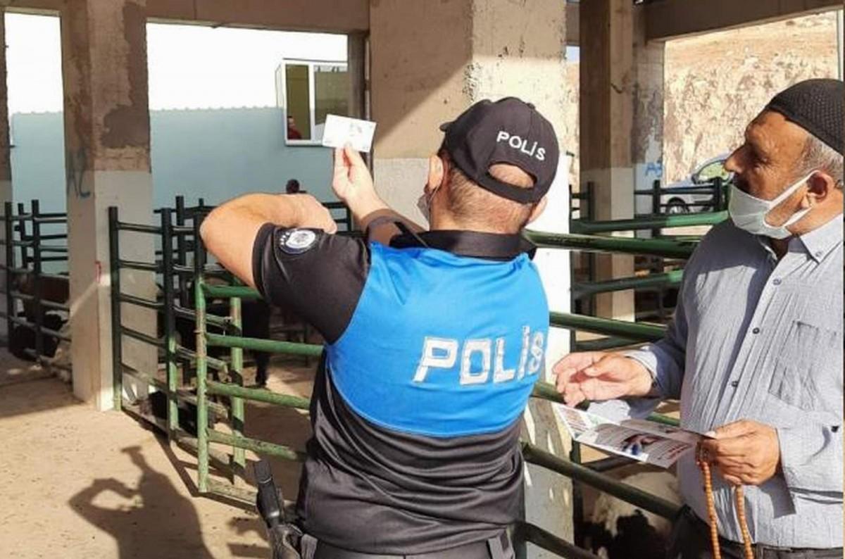 """Siirt'te polis ekipleri, besicileri ve vatandaşları """"sahte paraya"""" karşı uyardı"""