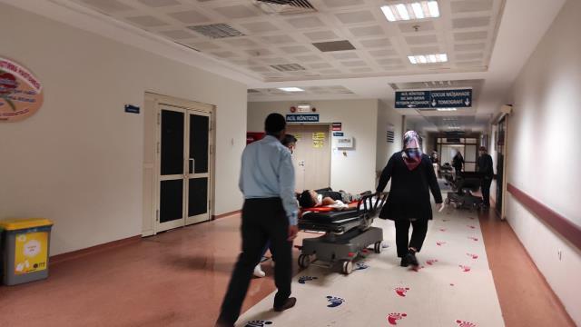 Siirt'te tarım aracı devrildi: 5 yaralı