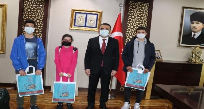 Siirt Valisi Hacıbektaşoğlu kütüphane çalışanları heyeti ile görüştü