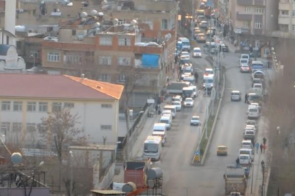 Aydınlar Caddesinde trafik sorunu