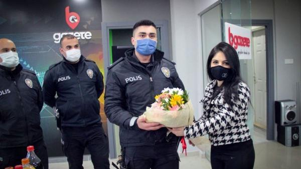 Bursa'da gazetecilerden polis ekiplerine 'ihbar'lı kutlama