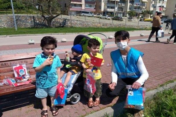 Bursa'da Gemlik Ülkü Ocakları'ndan çocuklara 23 Nisan hediyesi