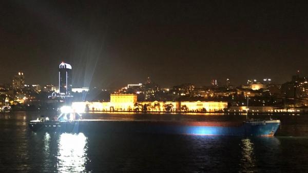 Demir çelik yüklü gemi Dolmabahçe Sarayı önününde arıza yaptı