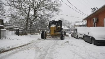 Osmangazi'den kardan kapanan yollara müdahale