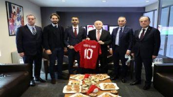 Özdemir, Digiturk Spordan Sorumlu Grup Başkanı Rashed Al-Marri'yi ziyaret etti