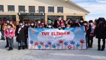 Sivas Kangallı özel öğrencilerin ellerinden tuttular