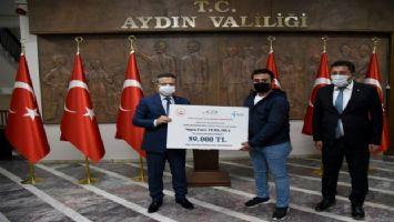 Vali Aksoy, 5 engelli proje sahibine temsili çeklerini takdim etti